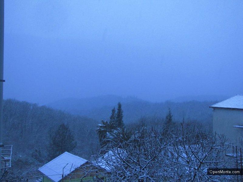 Фото Черногории: В Черногории на побережье выпал снег: большой фотопост из разных городов