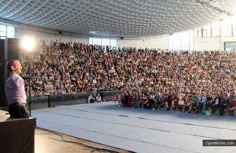 Проживание в Черногории: Ник Вуйчич в Черногории: мотивационный пример не для наших реалий