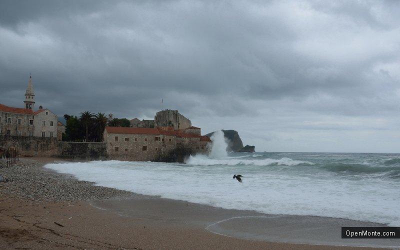 Проживание в Черногории: Такие дожди, как в Черногории, можно увидеть только в кино