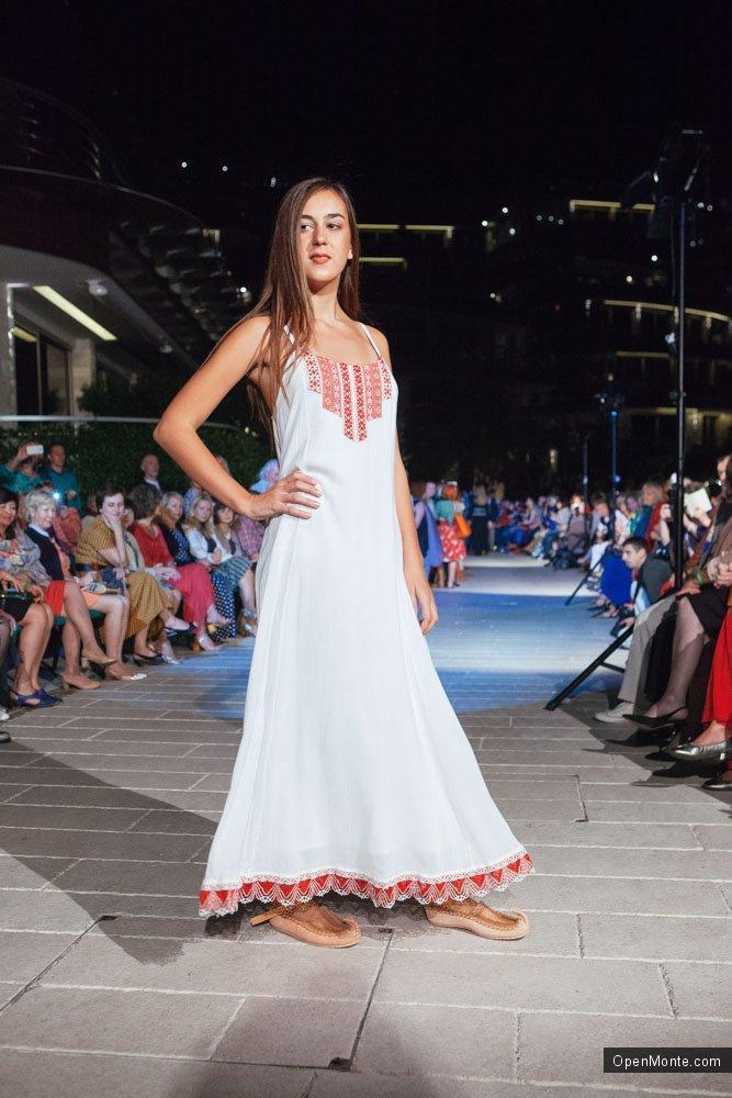 Проживание в Черногории: Новости Черногории: Показ черногорской коллекции одежды Дарьи Разумихиной в Будве: Фоторепортаж