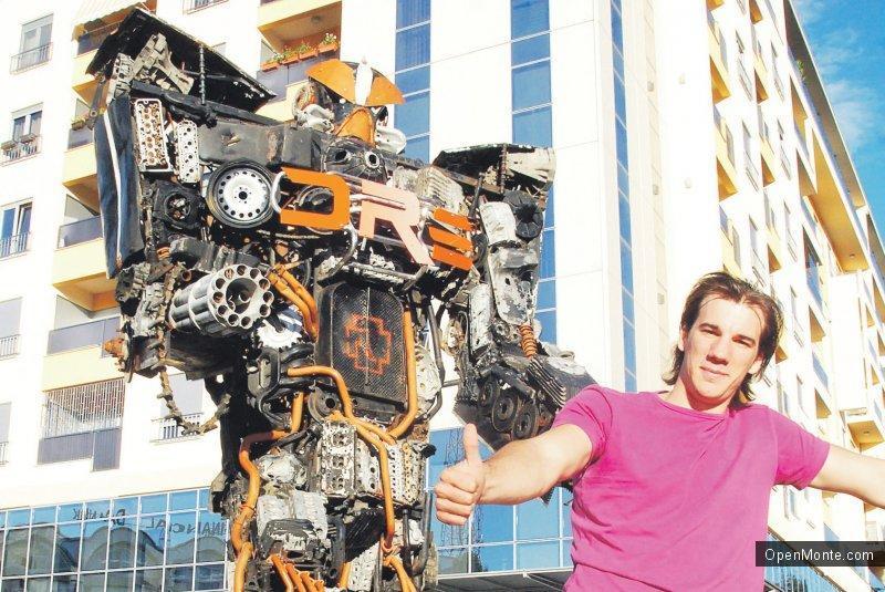 Новости Черногории: Шварценеггер хочет купить фигуры трансформеров черногорского художника Данило Балетича
