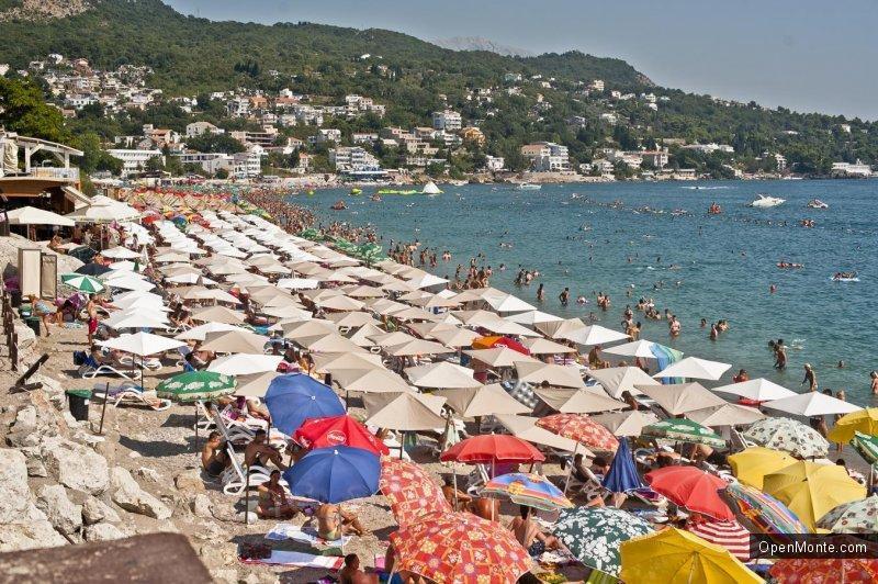 Новости Черногории: Этим летом туристов в Черногории больше, но тратят они меньше