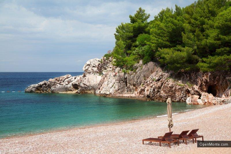 Новости Черногории: Туристы из Сербии недовольны ценами на пляжах Черногории