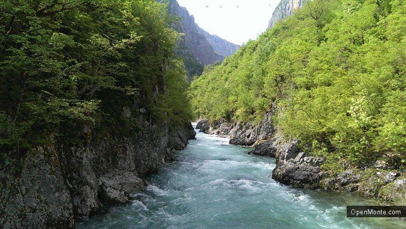 Отдых в Черногории: В черногорской глубинке появились автовандалы