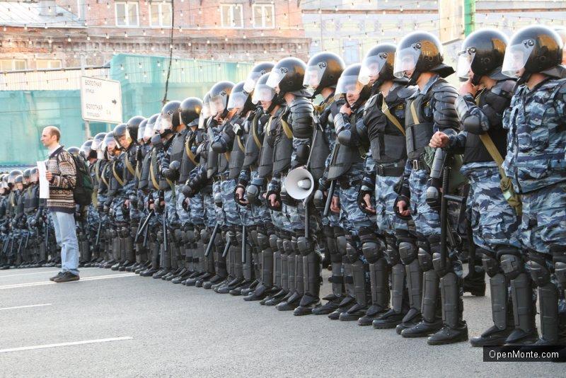 Не только Черногория: Более половины россиян готовы поменять демократию на порядок