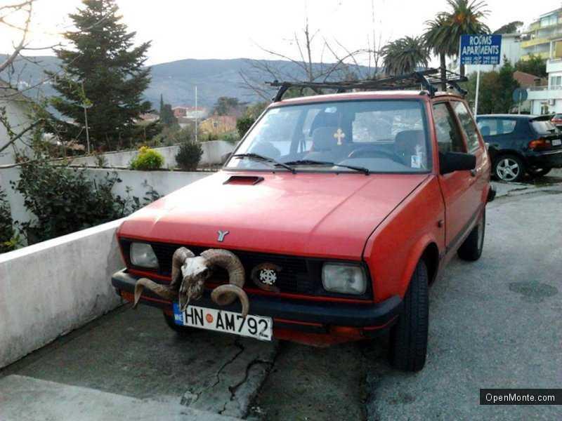 Проживание в Черногории: Оригинальные авто в Черногории - и такое бывает