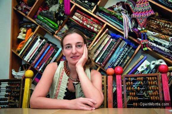 Проживание в Черногории: Дарья Разумихина рассказала про черногорскую коллекцию современной одежды