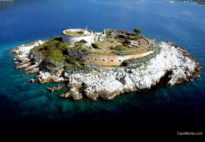 Новости Черногории: Подписан договор об аренде острова с крепостью Мамула на 49 лет
