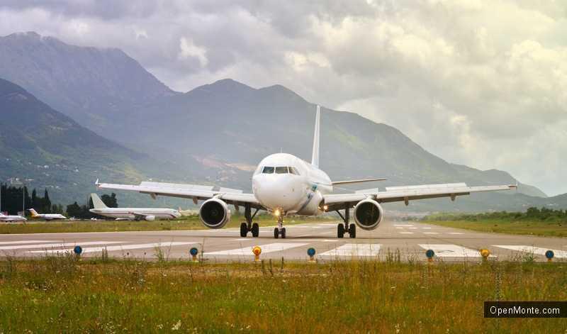 Новости Черногории: Российские туристы вернуться домой на самолетах Montenegro Airlines