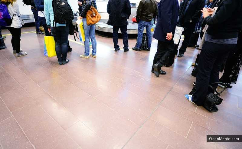 Новости Черногории: Туристы, купившие билеты авиакомпании «Московия», несколько суток не могут вылететь из Черногории