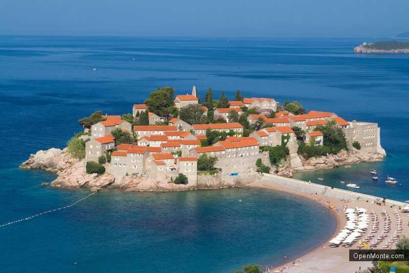 Новости Черногории: Первые гости уже заселились в отели на острове Св. Стефан