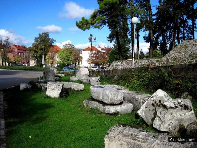 О Черногории: Некрополь надгробных камней в Никшиче