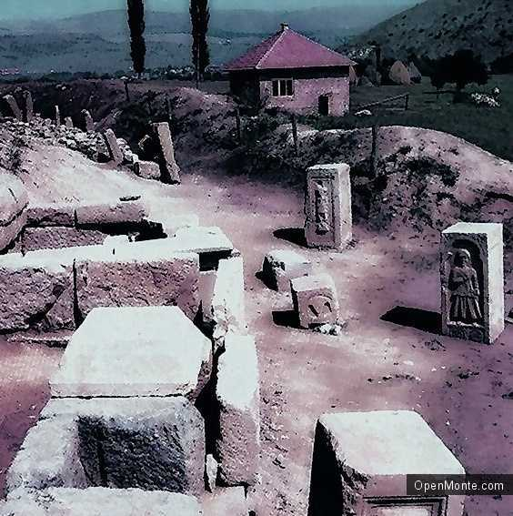 О Черногории: Древний город у села Комини
