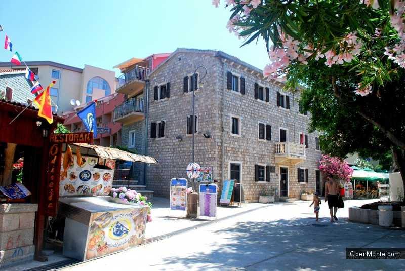 Отдых в Черногории: город Петровац