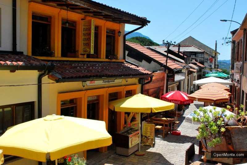 Новости Черногории: В Старом Баре местные жители превратили обычную улицу в новую достопримечательность города