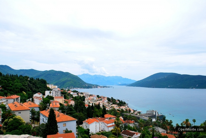 О Черногории: Герцег-Нови - красивейший курорт, город красивых девушек, многочисленных лестниц и садов