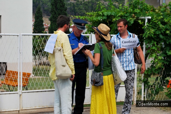 Новости Черногории: У посольства России в Черногории состоялась акция в поддержку Навального