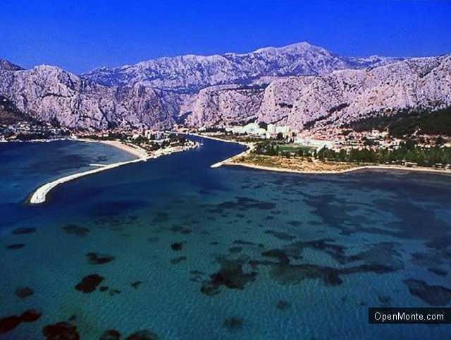 Отдых в Черногории: Пляж Плави Горизонти в Черногории