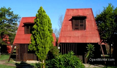Отдых в Черногории: домики на острове Ада Бояна