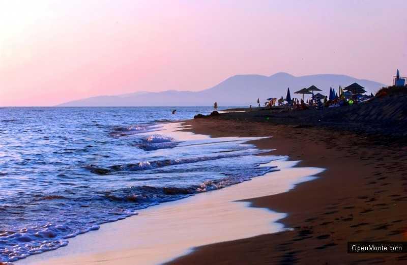 Отдых в Черногории: Нудистский пляж Ада Бояна в Черногории