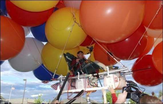 Курилка: Смешная история про путешествие в кресле на воздушных шариках или муд*к летает на садовом стуле